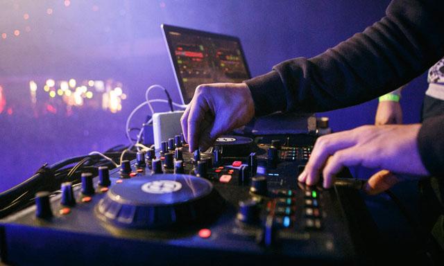 DJ 섭외